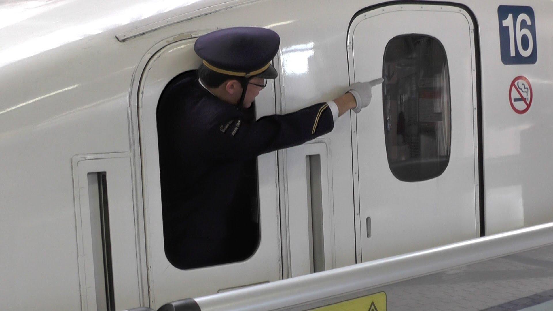 新幹線の車掌。